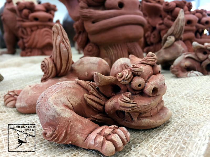 沖縄本島で撮影した工芸品シーサーの写真素材